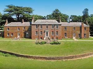 Self catering breaks at Ingoldisthorpe Hall in Ingoldisthorpe, Norfolk