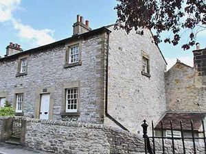Self catering breaks at Corner Cottage in Bakewell, Derbyshire